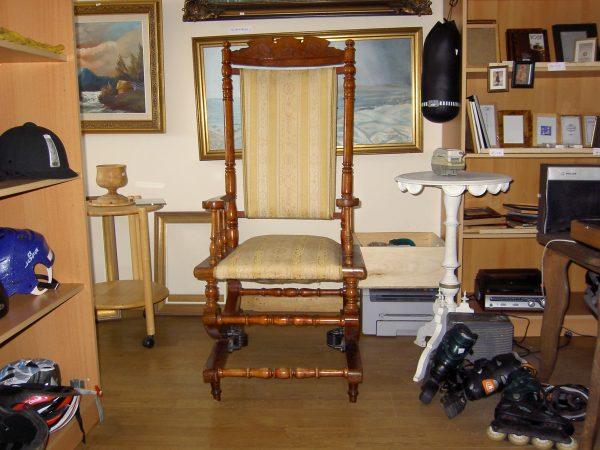Supama kėdė 18-19 A.  SPYRUOKLINĖ
