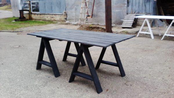 Stalai iš    sendintos mediėnos